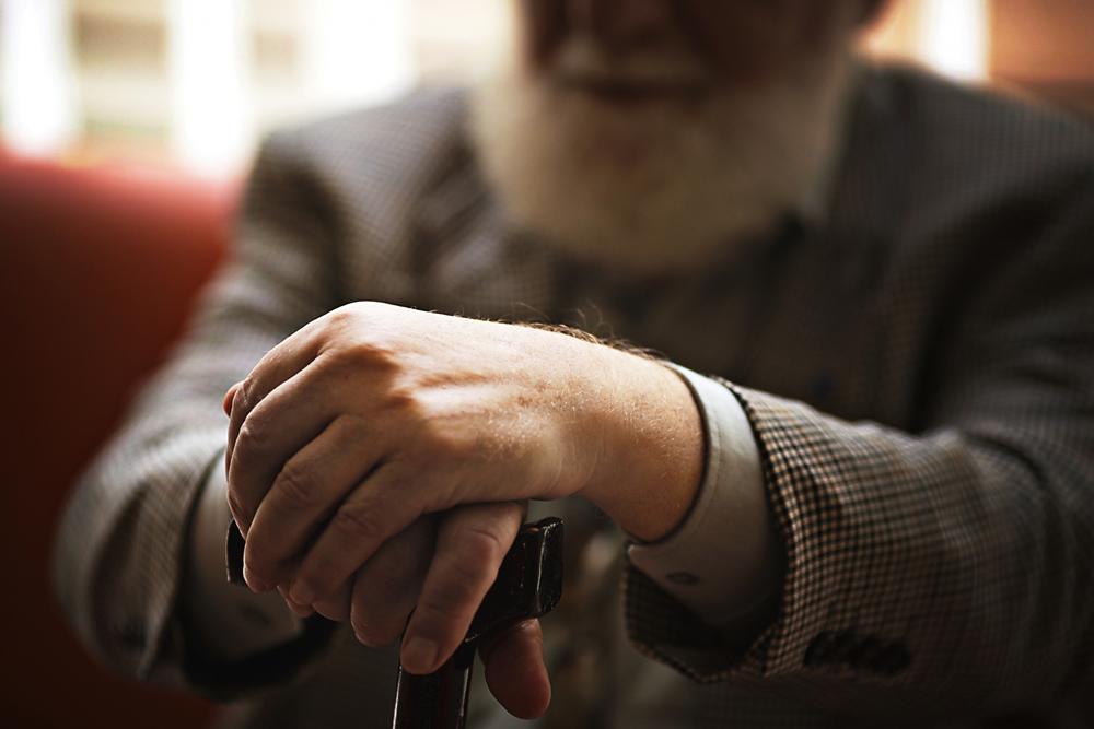 高齢者の孤独死、管理人はどう対処するべき?