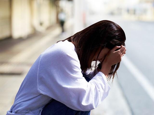遺品整理がつらいのは当然のこと!悲しみと疲れの乗り越え方は?原因と対策を解説