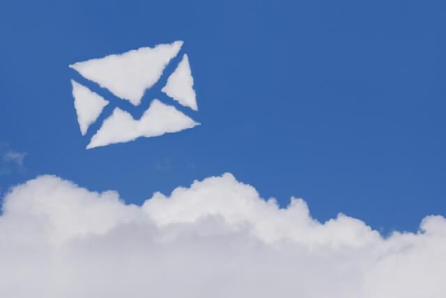 手紙の形の雲