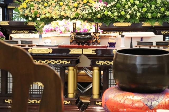 【事例あり】家族葬の費用相場と内訳を徹底解説!安くする方法も紹介します!