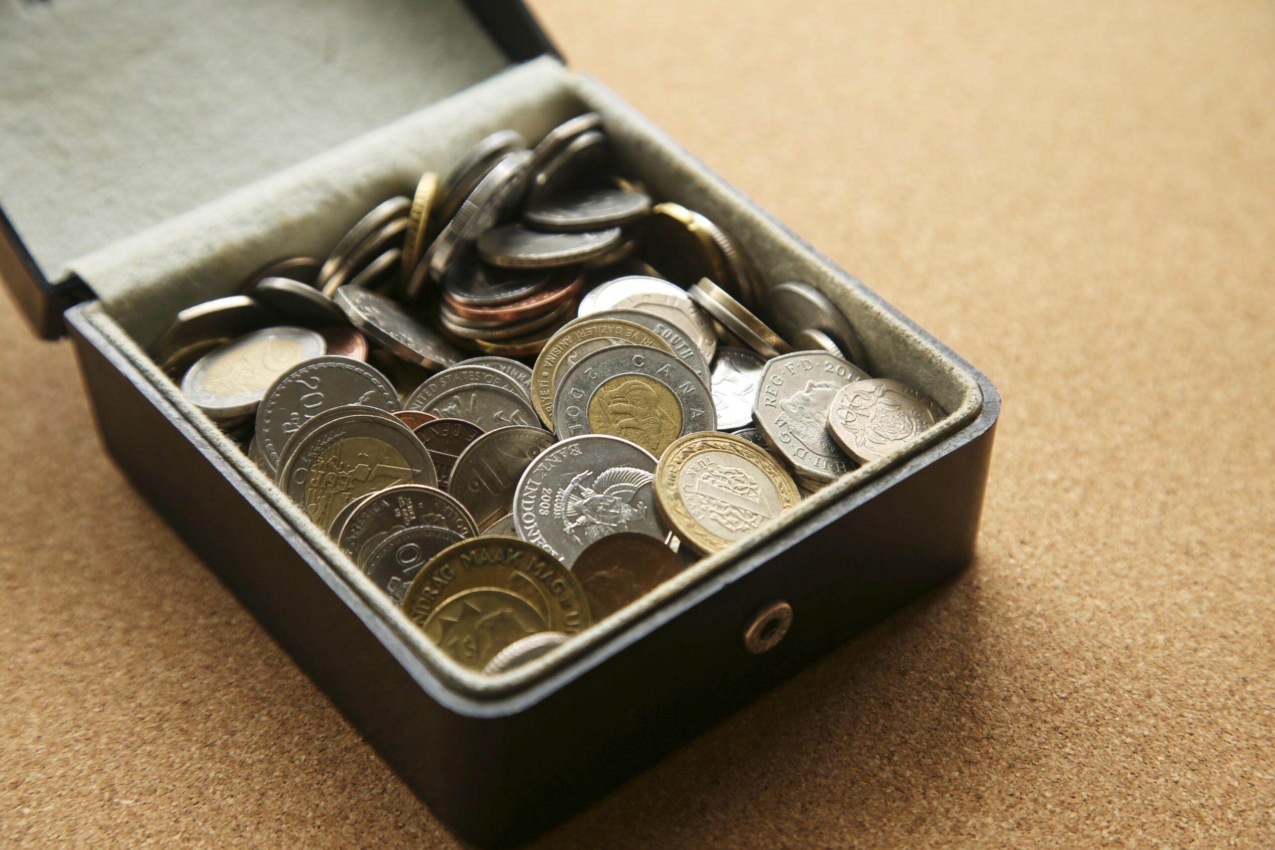 【知らないと損!】遺品整理で見つかる現金の8つの隠し場所とトラブル対策
