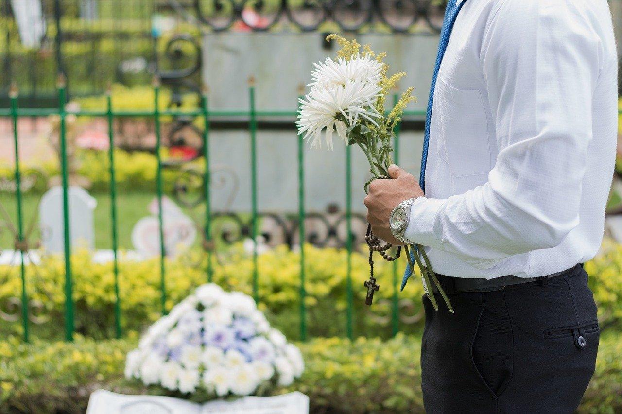 喪主が葬式の後にやることは5つ!法要や遺品整理まで解説【やることリストも公開】