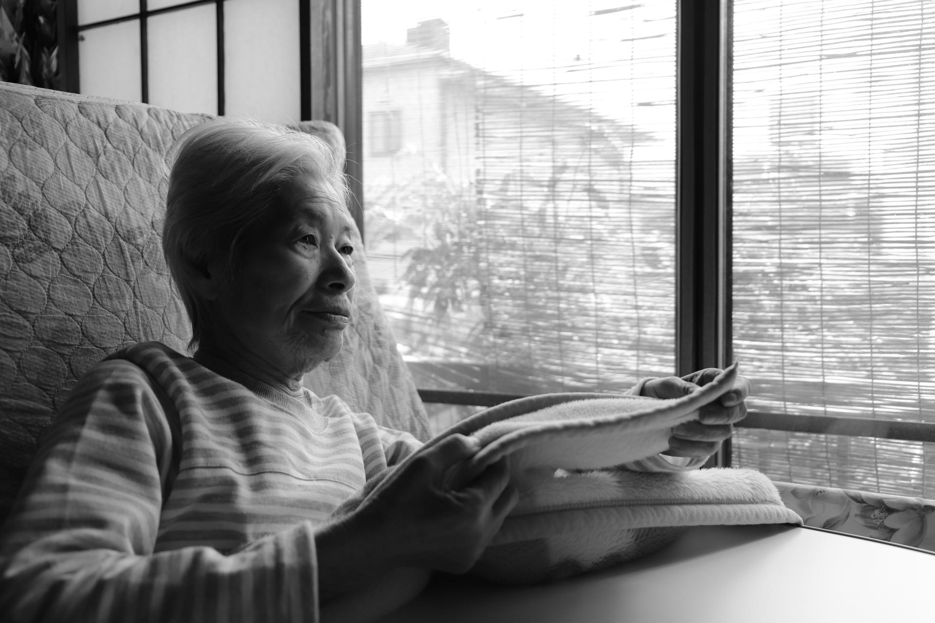 【孤独死とも関連】高齢者に増えるセルフネグレクト 特徴と家族にできる対策を解説